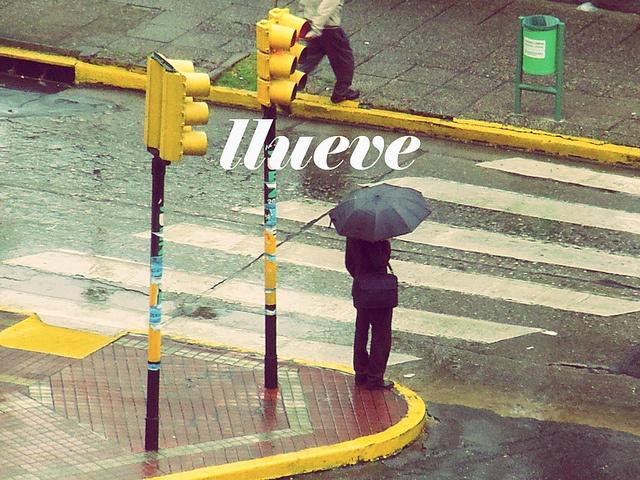 mirando la lluvia caer, via Flickr.