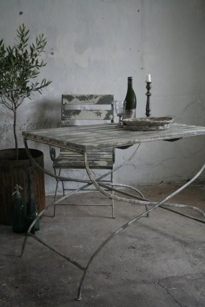 Similar to French brocante, this garden table of Jeanne d'Arc Living - Bijna Franse brocante, deze tuintafel van Jeanne d'Arc Living