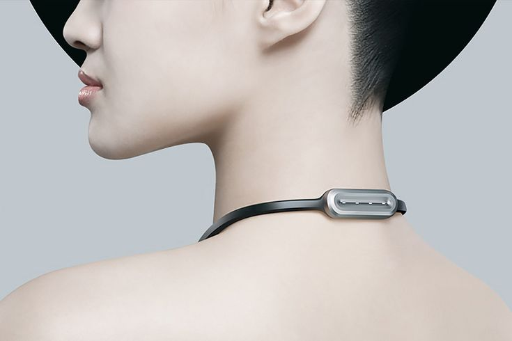 veari fineck smart wearable device which monitors position of the neck, indicating its health states