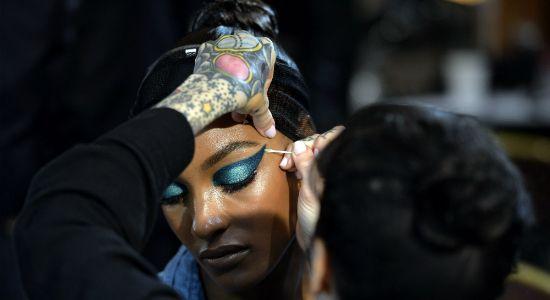 Inspirações de beleza dos desfiles de Paris. Veja cabelos e maquiagens apresentados nas passarelas da semana de moda: http://oesta.do/1oA9oUh
