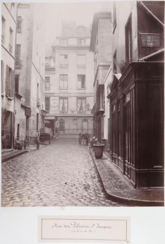 Rue des Pèlerins-Saint-Jacques, vue prise de la rue du Four, auj. rue Vauvillers, 1er arrondissement, Paris | Paris Musées