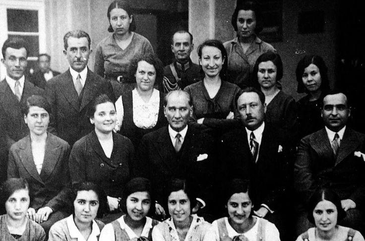 ATATÜRK, Ankara Kız Lisesi öğretmen ve öğrencileriyle - 24 Haziran 1933