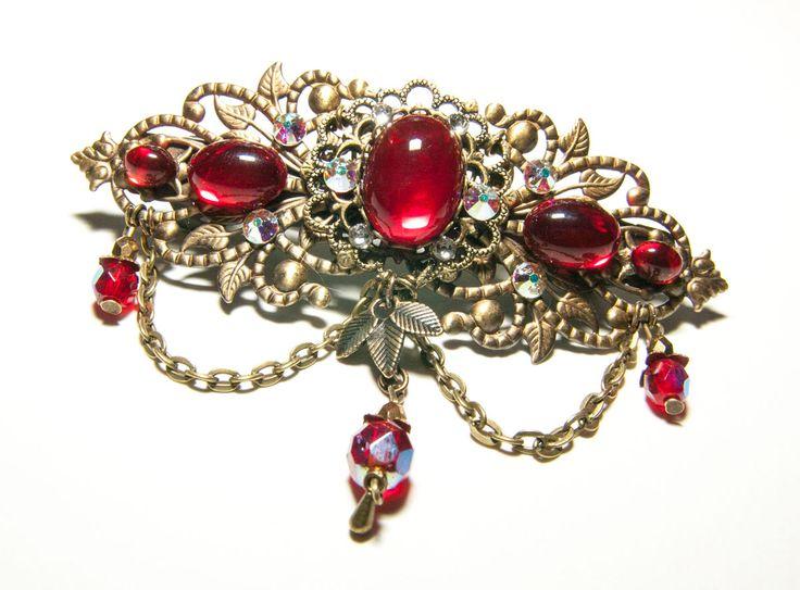 Barrette féerique réalisée sur commande en verre rouge rubis, perle sde Bohême et cristal de Swarovski