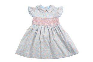 Vestido para bebe niña en color azul con estampado de florecitas rosadas y amarillas. Cuello redondo y con un vuelito por manga.