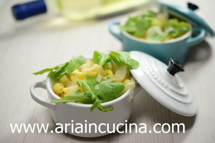 """Pasta all'uovo con pecorino e rucola - Ricetta tratta dal blog di Francesca:""""http://www.ariaincucina.com/"""" - Mini cocotte in gres smaltato colore cotton e blu minerale @LeCreusetItalia #food #cucina #ricette #primi #pasta #cucinaitaliana"""