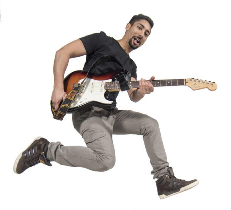 Se vuoi divertirti a suonare con gli amici, scegli David Carelse per imparare a suonare la chitarra con i suoi corsi e la community chitarrafacile.com.