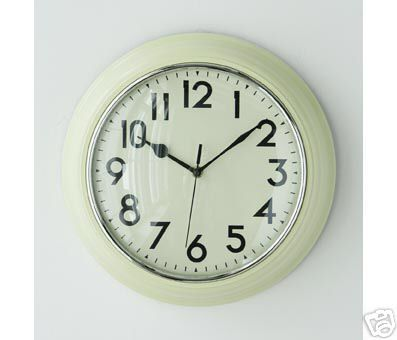 RETRO STYLE KITCHEN WALL CLOCK PLASTIC QUARTZ RICH CREAM