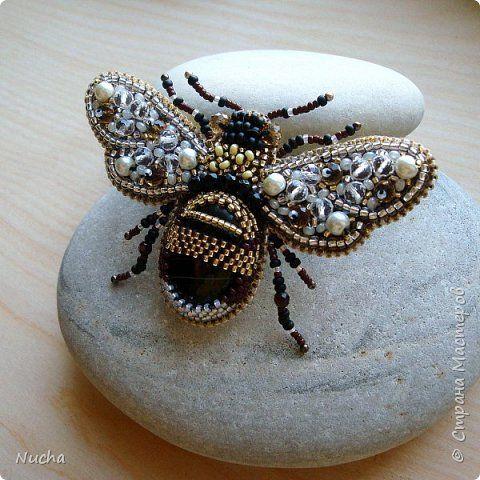 Украшение 8 марта Выпускной День рождения Бисероплетение Вышивка Брошь Пчела Бисер Кожа фото 5