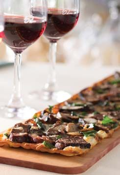 Our Steak & Cremini Mushroom Flatbread pairs perfectly with a flight of our Remarkable Red Wines.  Experience both during #FlightsAndFlats today.