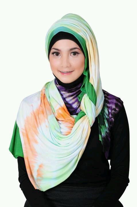 Side pleated style hijab from My Baju Muslim...