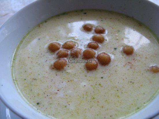 Zupa błyskawiczna, podawana z groszkiem ptysiowym tworzy idealną całość. Przepis do wykorzystania w wolnej chwili, sprawdź go!