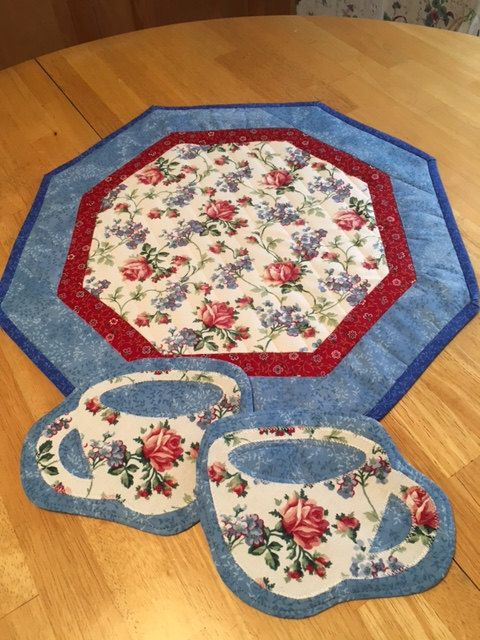 Quilted Hexagon Table Topper w/matching by SueTocCreativeHands