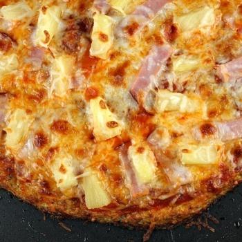 Mmmmmm, pizza!Tasty Recipe, Fun Recipe, Cauliflowers Pizza Crusts, Crusts Hawaiian, Cauliflowers Crusts Pizza, Savory Recipe, Hawaiian Pizza, Cauliflower Crust, Recipe Call