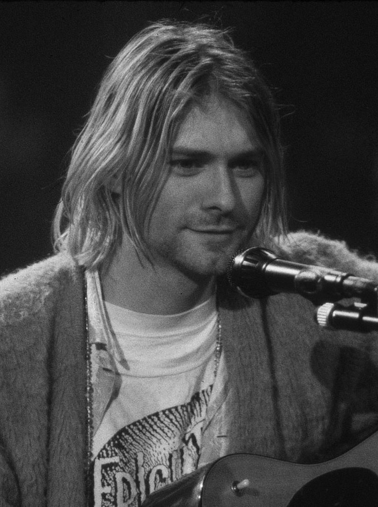 Je pense que Kurt Cobain est l'homme le plus sexy. ~ I think Kurt Cobain is the sexiest man.