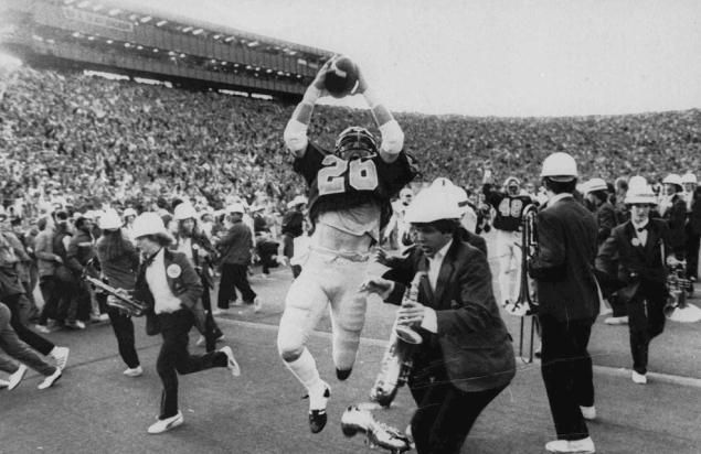Daily News revisits some memorable finishes in college football  - From Boise State to the Stanford band, there has been many fantastic finishes in college football.  MANDATORY CREDIT. A Nov. 25, 1982 B&W file photo.