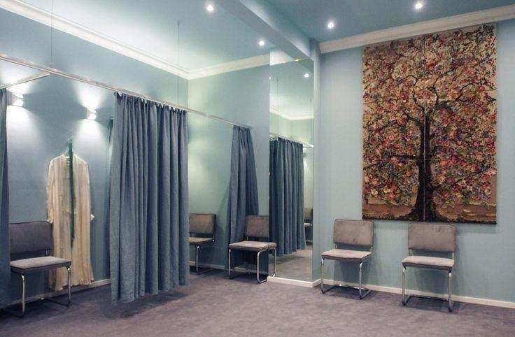 Showroom – Laura Dols Antieke Trouwjurken