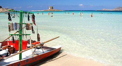 Het resort van Stintino ligt tussen twee havens. Maak een boottocht naar een van de nabijgelegen eilanden en bezoek de stranden van Pelosa of Le Saline, waar op de zoutpannen soms flamingo's te zien zijn.  http://www.canvasholidays.nl/campings/camping-in-italie/sardinie