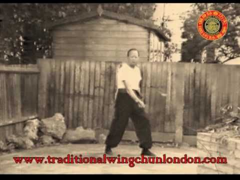 Very Rare Footage of Grandmaster Lee Shing demonstrating The Wing Chun Pole. This is the way the pole is taught at Wing Chun London www.traditionalwingchunlo...