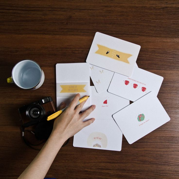 Write your messages early so you can make them in time for Christmas. This pack of notecards is exclusively made and illustrated by C'est ça for this holiday season. Grab them fast! #cestca #enamelmug #enamelware #handcraft #handmade #handinframe #christmas #gift #christmasgift #giftideas #greetingcard #notecard #vsco #vscocam #vscogoods