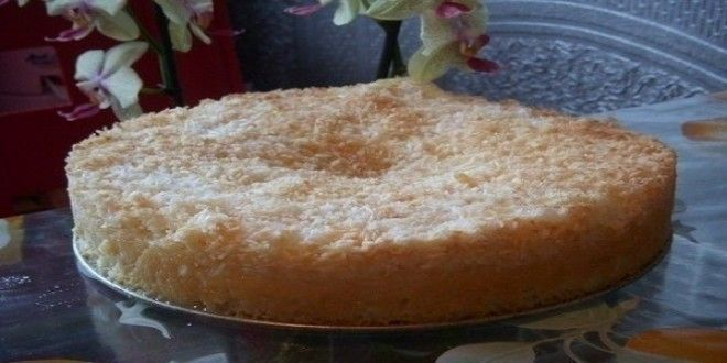 Изумительный кокосовый пирог  Готовится очень просто, а вкус бесподобный. Кто бы не попробовал, непременно просят рецепт, продукты самые доступные.