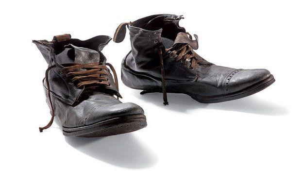 Botas de passageiro -Titanic 100 anos depois. Estas botas estavam na mala do ferramenteiro William Henry Allen, de 35 anos. Como outros passageiros da terceira classe, ele não sobreviveu.