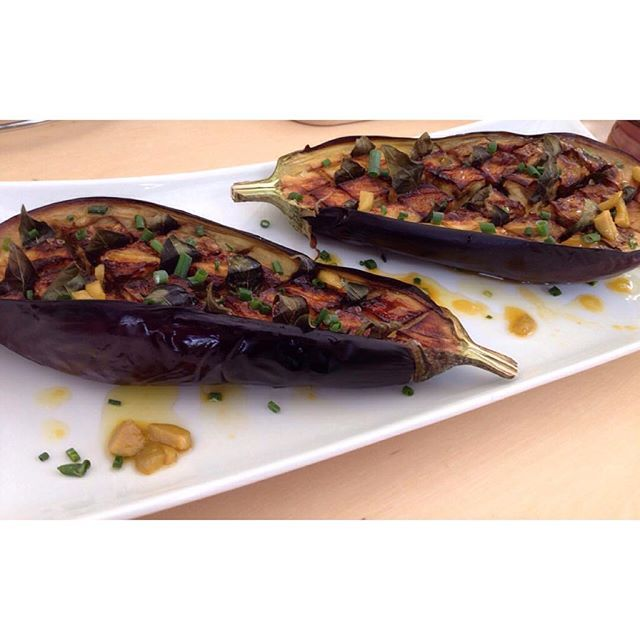 [new recipe on the blog] Deze aubergine uit de #Airfryer was een groot succes! Easy-peasy en klaar in 20 minuten! Zie mijn blog (limk in bio) voor het recept en wat ik verder nog op tafel zette.  Perfect roasted eggplant. Easy-peasy and ready in 20 minutes. Dutch recipe on the blog!