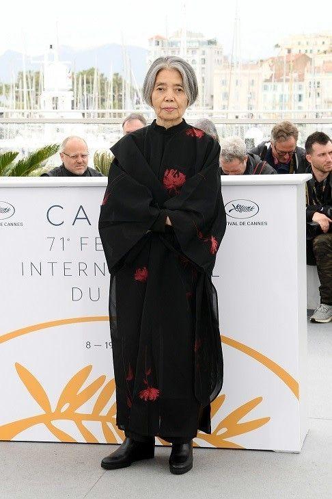 女優の樹木希林は、和モダンなドレスで登場。|世界のお…