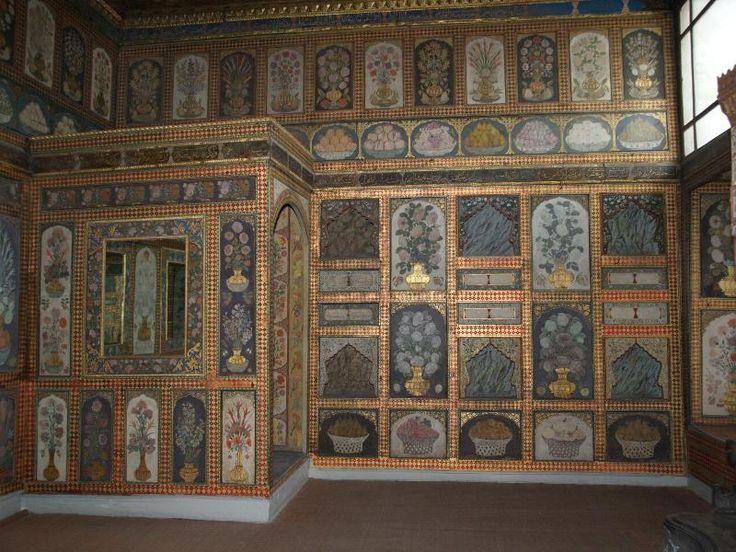 Istanbul, Turkey: Topkapi Palace Harem (Sogukceshme Sokak), Dining (Fruit) Room of Ahmet III: wall decoration