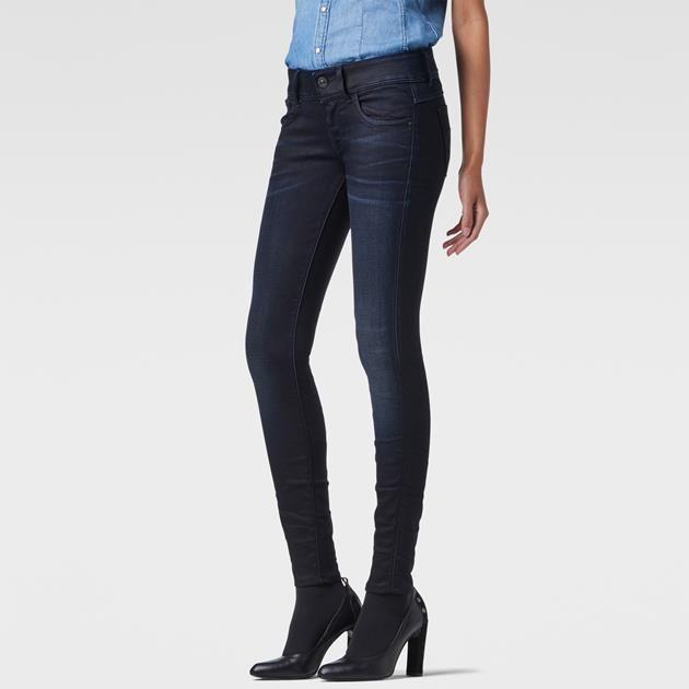 De Lynn is een actuele versie van de klassieke 5-pocket met een rondlopend bovenstuk en gebogen pijpen, waarin het vrouwelijk lichaam op zijn mooist uitk...