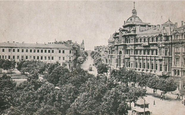 Towering over one of Odessa's main squares, this building, called the Russov's house, was once one of the most magnificent structures of the city #Odessa #tour
