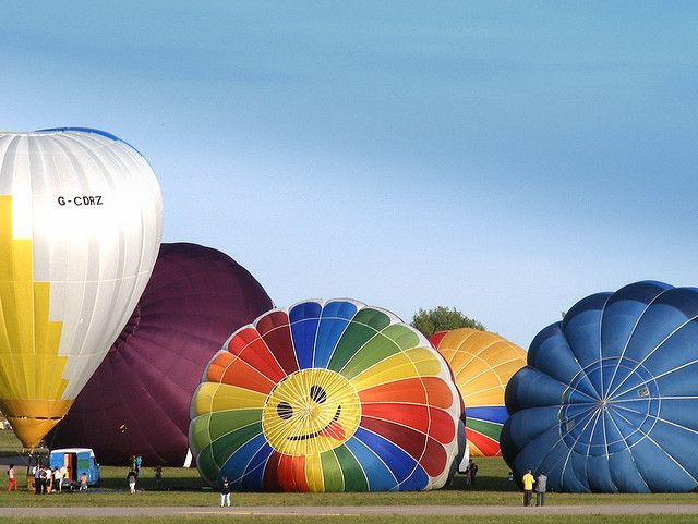 https://flic.kr/p/6MAFXS | Smiling balloon | So happy to start for a trip...