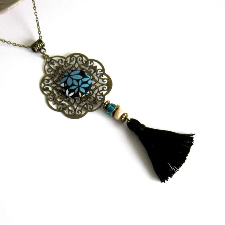 Sautoir à pompon bronze, bleu et noir, ethnique, bohème chic, cabochon en coton fleuri, pompon fait main : Collier par color-life-bijoux