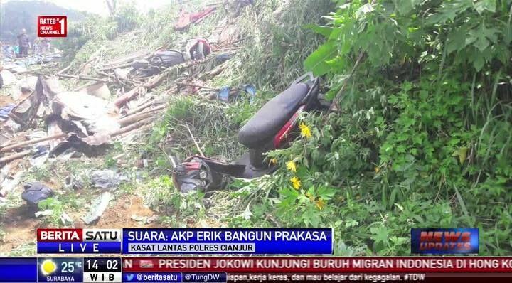 Korban kecelakaan maut di jalur puncak sebanyak 12 orang meninggal dan 25 orang luka. #NewsUpdate