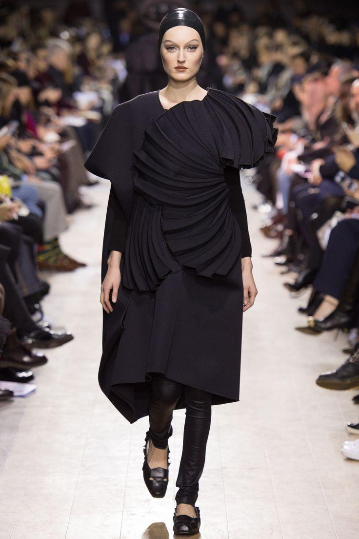 Junya Watanabe Fall 2016 Ready-to-Wear Fashion Show
