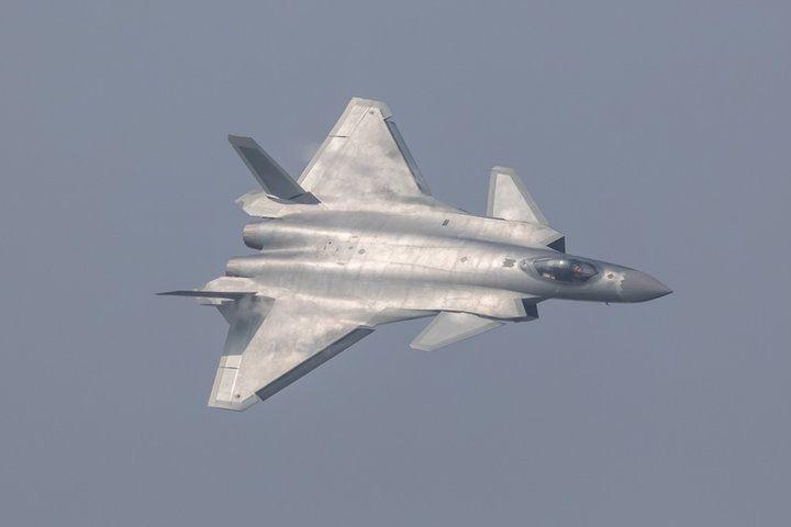中国の次世代ステルス戦闘機「殲20」、デモ飛行が意味するもの | ワールド | 最新記事 | ニューズウィーク日本版 オフィシャルサイト