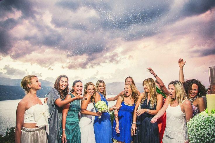 Bride and friends!!! #wedding #photos #weddingingreece #mythosweddings #kefalonia