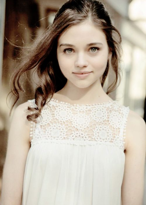(FC:India Eisley) hi I'm Ariel. I'm an artist but I'm also a musician. My art is a mixture compared to my mood. Sometimes it's dark and sometimes it's lighter. People call me emo, freak, loser, and goth. I'm an 18 year old orphan and single.