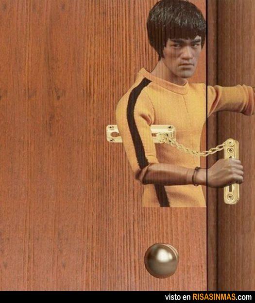 El cerrojo-nunchaku de Bruce Lee.