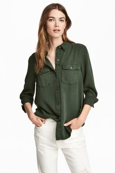 Utility shirt in a Tencel® lyocell weave with flap chest pockets, a yoke at the back and gently rounded hem. Relaxed fit.