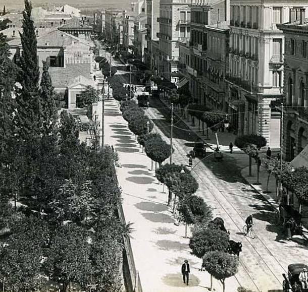 Η Σταδίου με τις ακακίες περί το 1900