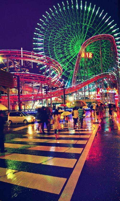 rides lit up at night, yokohama cosmo world, japan | amusement parks + travel photography #adventure