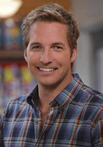 and so 2 Broke Girls got better because of Ryan Hansen... #OhLaLa