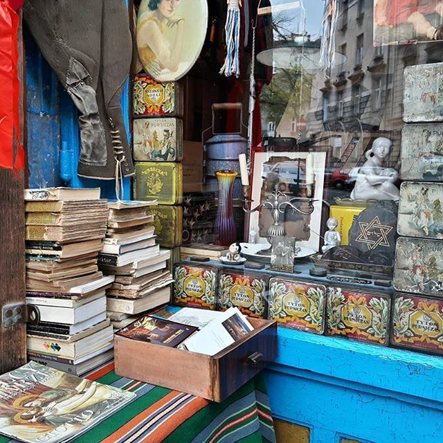 So vintage. So Kraków!  Kazimierz, Kraków 2016  #vintage #postcard #books #instadaily #instagood #urban #city #jewish #culture #krakow #kazimierz #poland #polskajestpiekna #europe #interior #window #retro #tuesday #traveling #malopolskatogo #pocztowkazpolski #super_polska