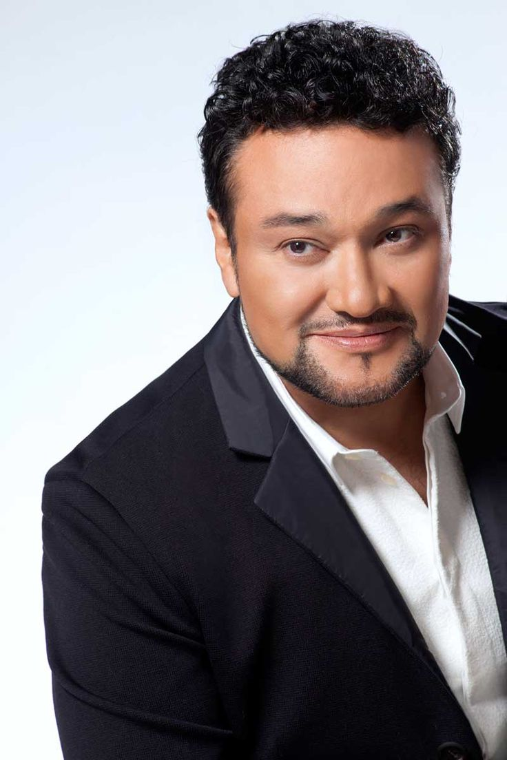 Ramón Vargas (born 1960) is a Mexican operatic tenor. Since his debut in the early '90s, he has developed to become one of the most acclaimed tenors of the 21st century. Known for his most expressive & agile lyric tenor voice, he is especially successful in the bel canto repertoire. Ramón Vargas' international debut took place in 1992, when the New York Metropolitan Opera asked him to sing Edgardo opposite June Anderson, substituting Luciano Pavarotti.   © Adolfo Butrón
