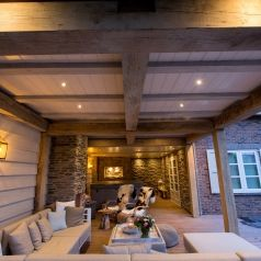 Sfeervolle veranda met buitenhaard voorzien van blumone for Interieur veranda decoration