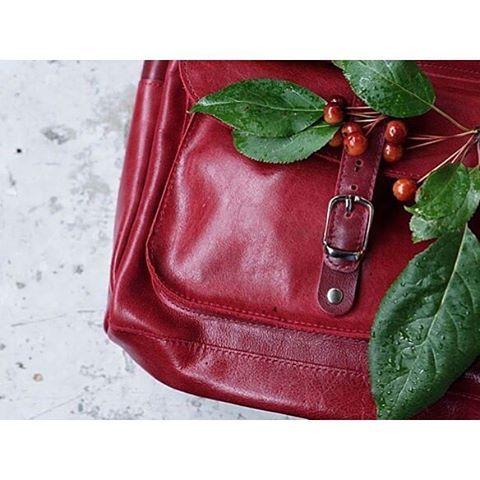 Не забывайте отмечать нас на фото с вашими ЛеоФишер-сумками - и посмотреть интересно, кто чего заказал, и нам польза😎 сегодня хватились, а новых фото нет, до студии далеко... И тут на помощь приходите вы😜 Спасибо за фото @terlisiya😘 #LeoFisher_BackPack #leofisherbags #МыШьемКрутыеШтуки