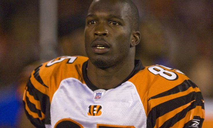 Browns coach Hue Jackson invites WR Chad Johnson to practice = New Browns coach Hue Jackson has apparently asked former NFL wideout Chad Johnson to come to practice this summer. He's not trying out for the team, but will be there to help coach up the young wideouts and.....