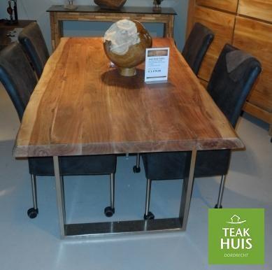 Boomstam tafel Live Edge tafel met massief blad van 6cm dik mango hout .  Leverbaar met houten poot of mat zwarte poot of nikkel poot,