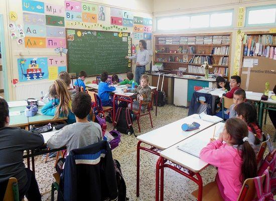 Πως τοποθετούνται οι προσληφθέντες αναπληρωτές στα σχολεία     13-05-16 Πως τοποθετούνται οι προσληφθέντες αναπληρωτές στα σχολεία  Τον τρόπο τοποθέτησης των αναπληρωτών εκπαιδευτικών στα σχολεία  παρουσιάζει με έγγραφό του που διαβίβασε στη Βουλή ο Υπουργός Παιδείας  Έρευνας και Θρησκευμάτων Νίκος Φίλης.  Συγκεκριμένα στις διατάξεις της παρ. 3  του άρθρου 8 της αριθμ. 35557/09-04-2003 Υ.Α. (ΦΕΚ 465/17.04.2003 τ.Β)  ορίζεται ότι: Η τοποθέτηση των προσλαμβανομένων αναπληρωτών σε σχολικές…