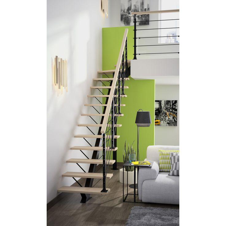 En intérieur comme en extérieur, cet escalier quart tournant haut répond à vos besoins avec son option sur mesure. Vous apprécierez également son grand choix de marches : 5 finitions métal et 9 finitions bois.